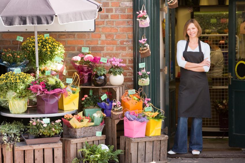 Персонал в цветочном магазине
